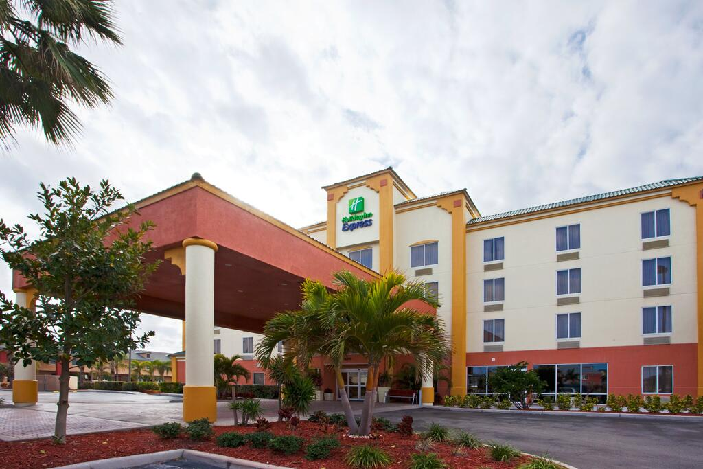 Holiday Inn Express Hotels & Suites Cocoa Beach 1