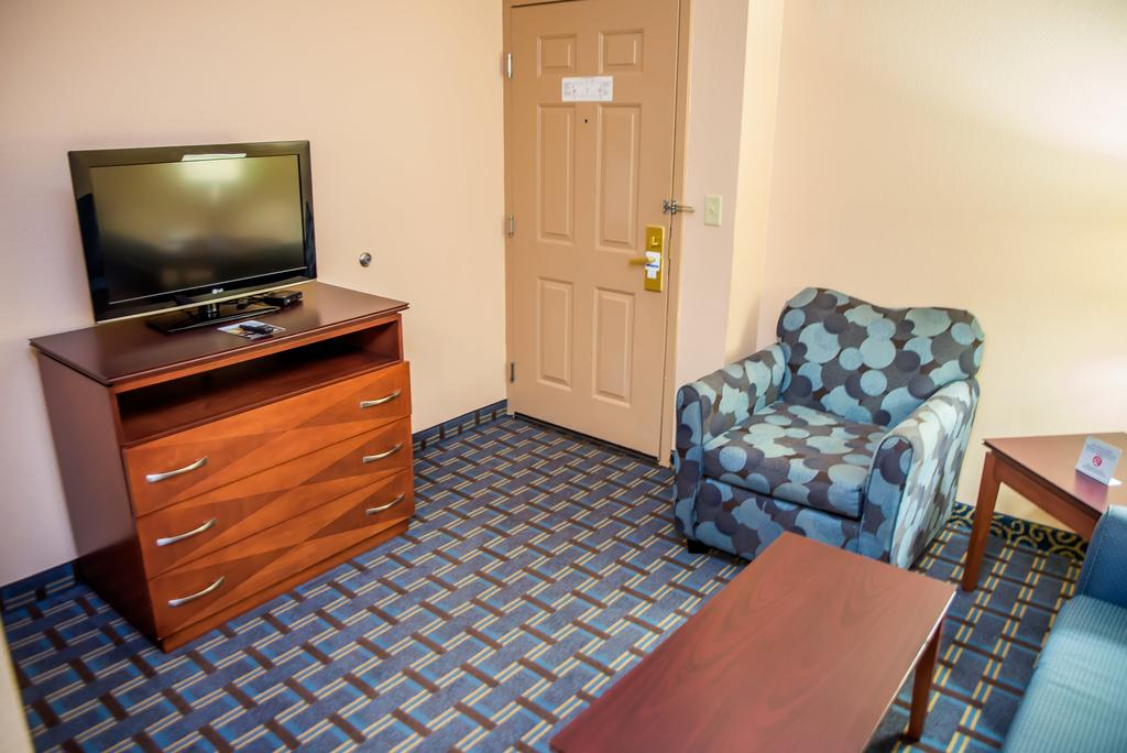 Holiday Inn Express Hotels & Suites Cocoa Beach 2