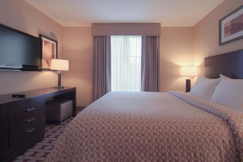 Embassy Suites by Hilton Columbus Airport 4