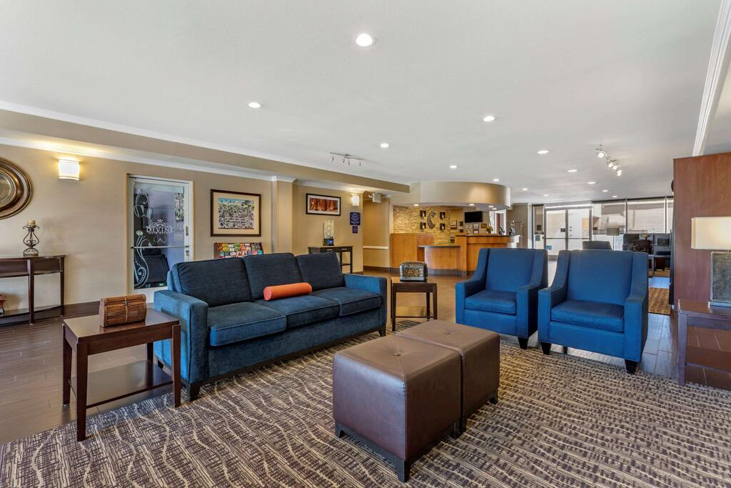 Comfort Suites Visalia Convention Center 2