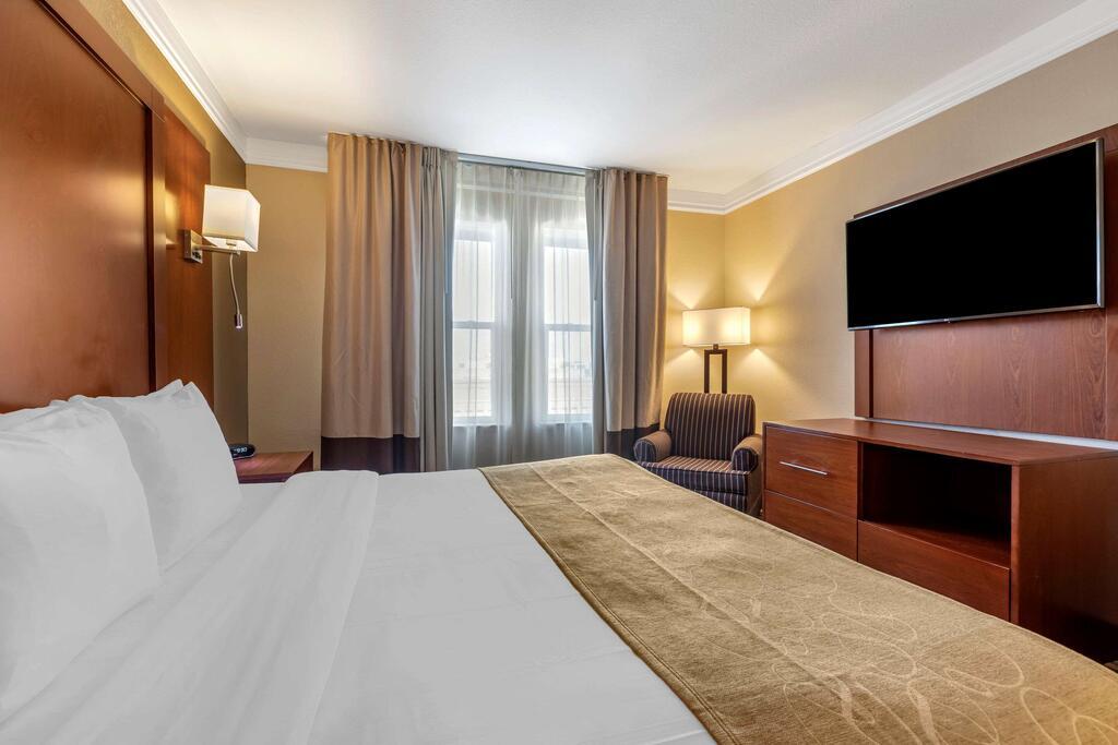 Comfort Suites Visalia Convention Center 3