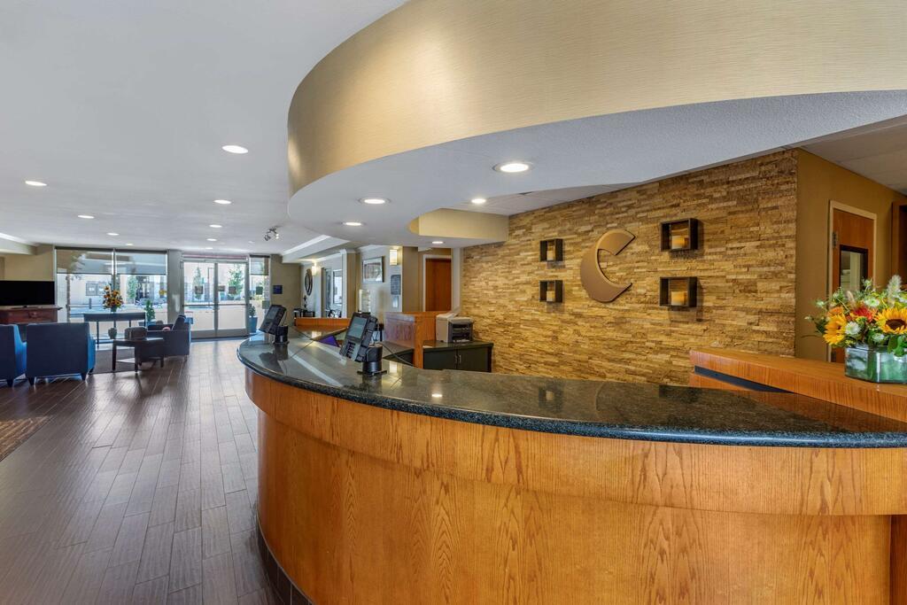 Comfort Suites Visalia Convention Center 4
