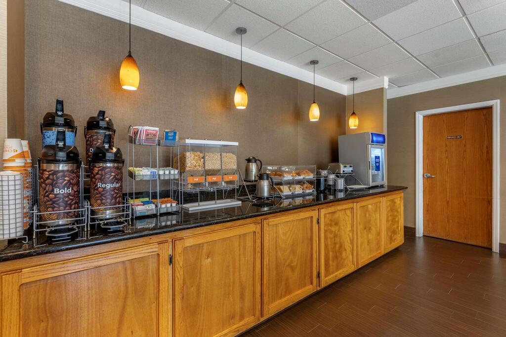 Comfort Suites Visalia Convention Center 9
