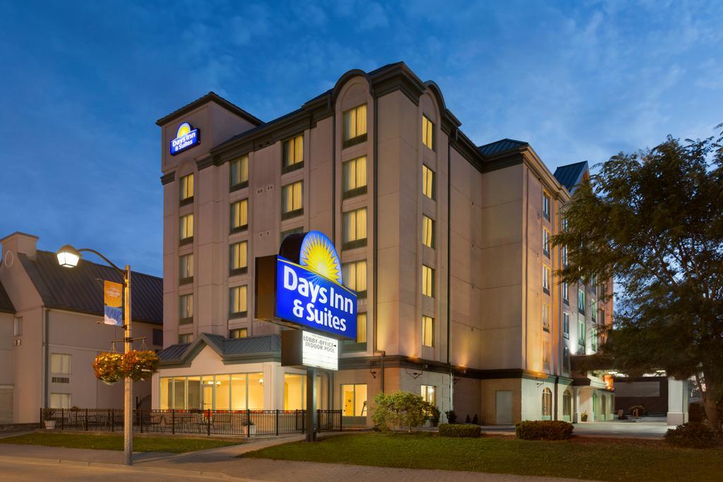 Days Inn & Suites by Wyndham Niagara Falls Centre St. By the Falls, Niagara Falls 2