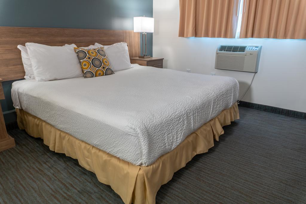 Days Inn & Suites by Wyndham Niagara Falls Centre St. By the Falls, Niagara Falls 5