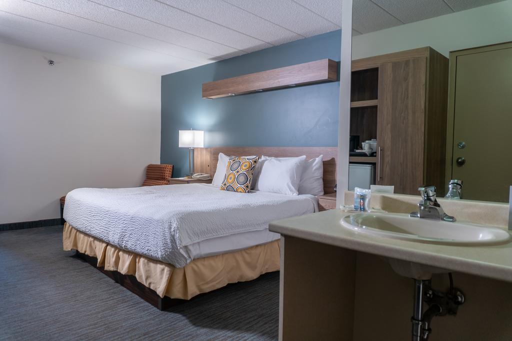 Days Inn & Suites by Wyndham Niagara Falls Centre St. By the Falls, Niagara Falls 7