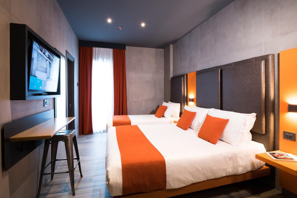 J24 Hotel Milano 12