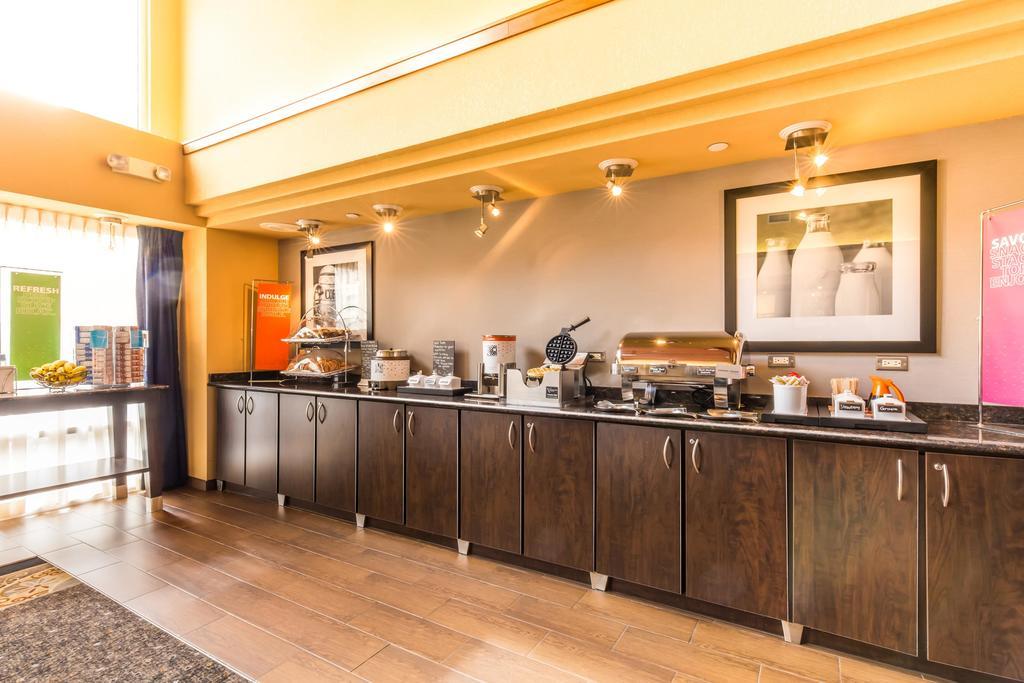 Hampton Inn & Suites Chicago/Hoffman Estates 8