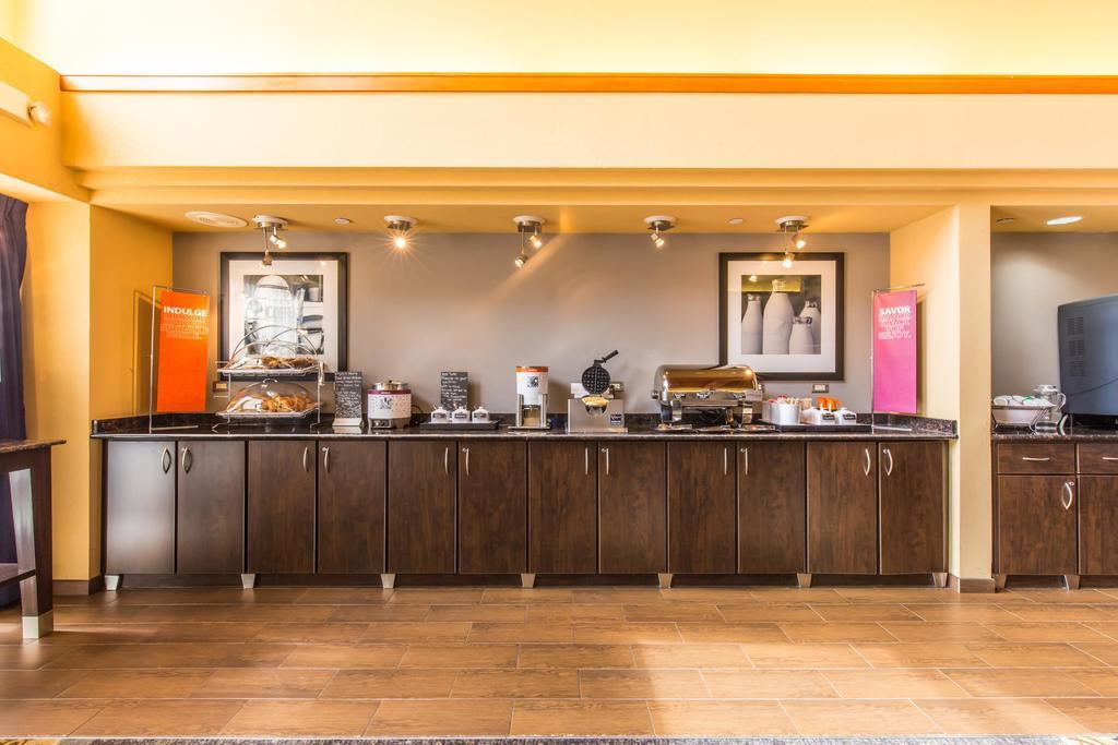 Hampton Inn & Suites Chicago/Hoffman Estates 9