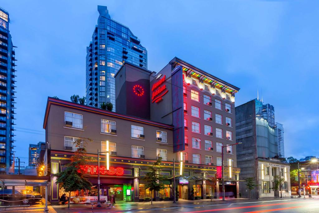 Howard Johnson by Wyndham Vancouver Downtown 1