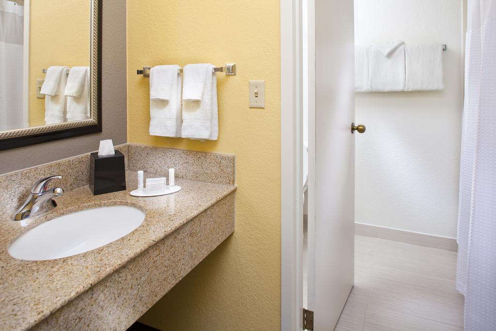 Courtyard by Marriott Miami Airport West/Doral 5