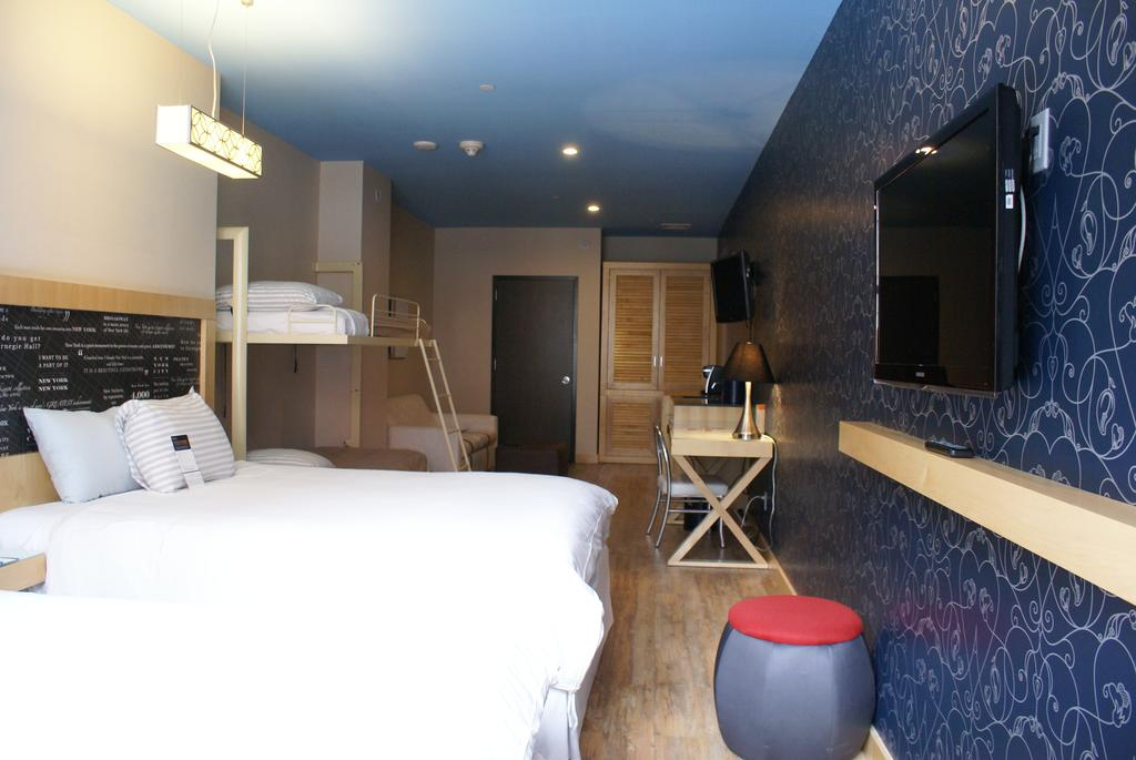 TRYP By Wyndham Times Square South 2