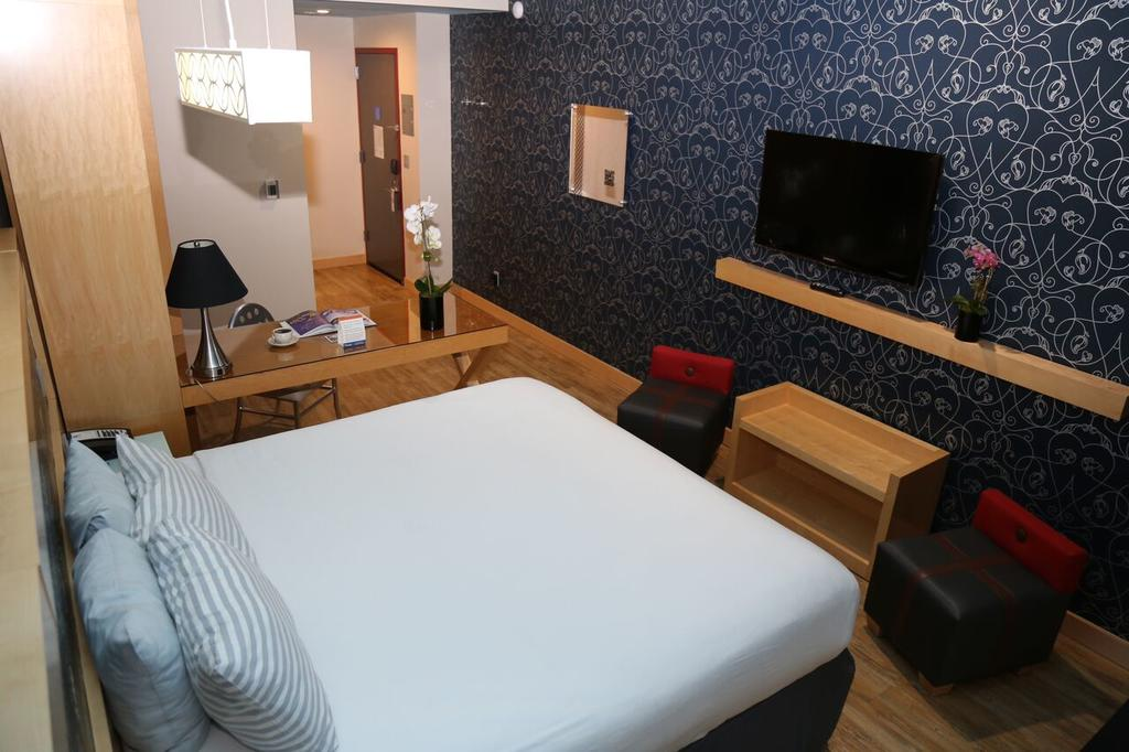 TRYP By Wyndham Times Square South 9
