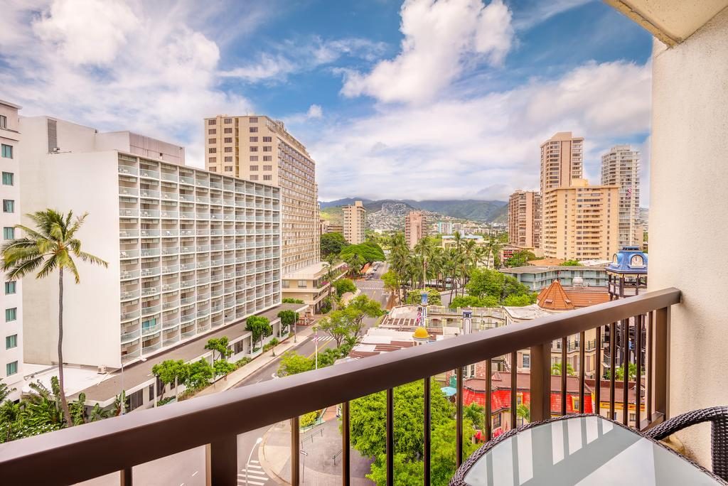 Hyatt Regency Waikiki Beach Resort & Spa 10