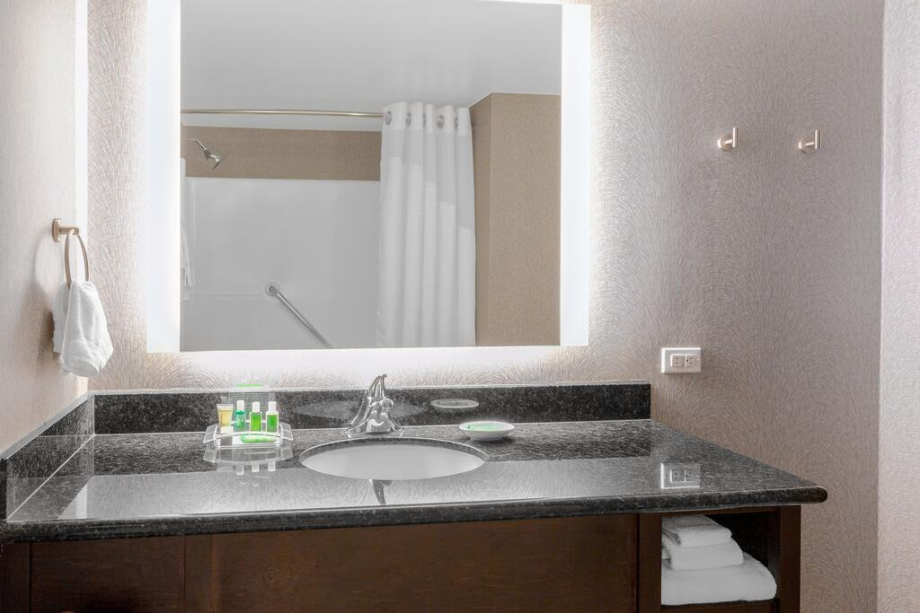 Holiday Inn la Mirada 7