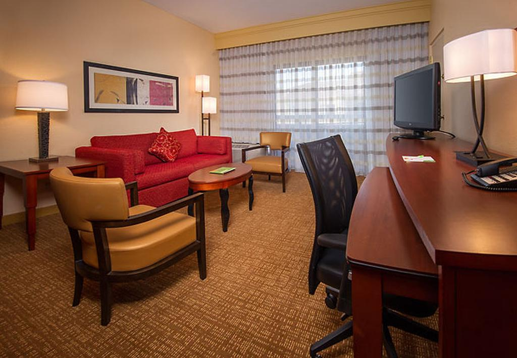 Courtyard by Marriott Silver Spring North/White Oak 4