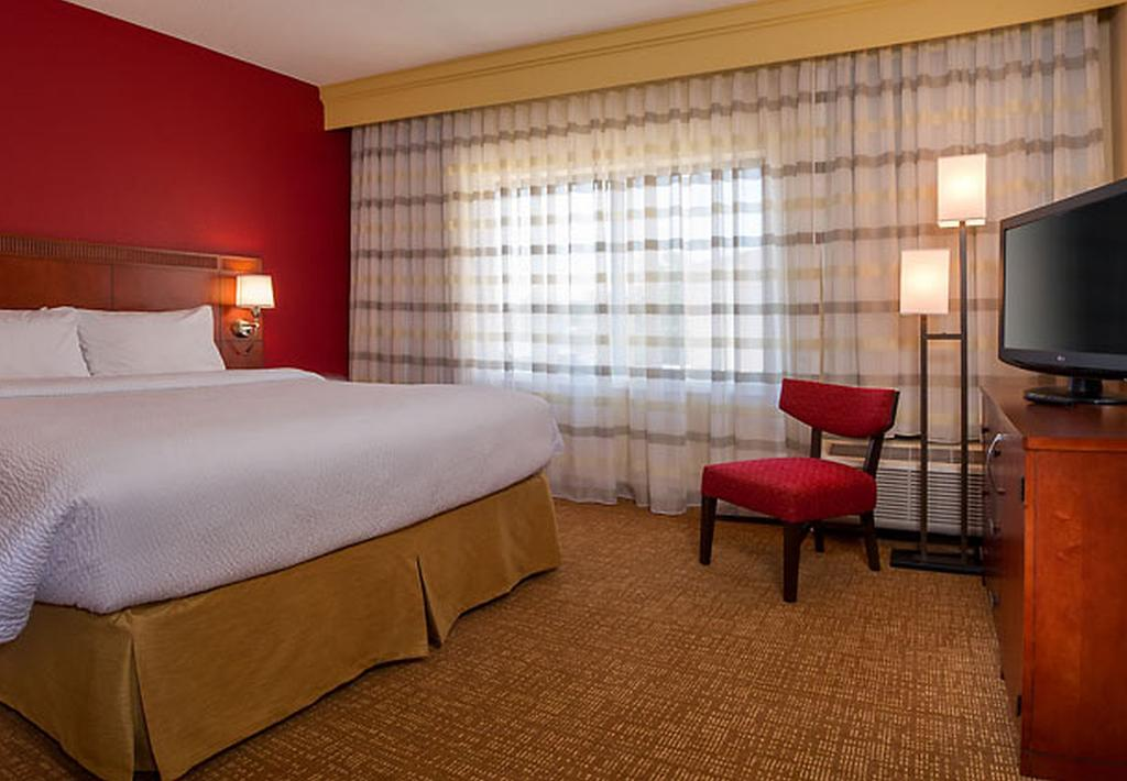 Courtyard by Marriott Silver Spring North/White Oak 5