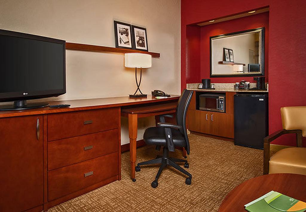 Courtyard by Marriott Silver Spring North/White Oak 6