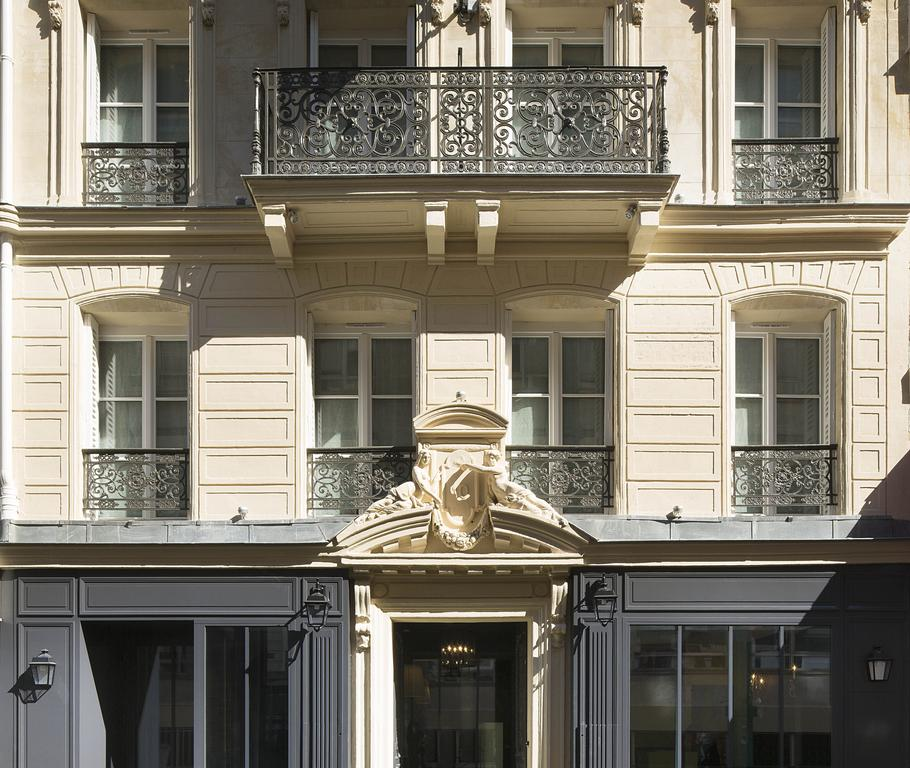 Les Plumes hotel paris 16