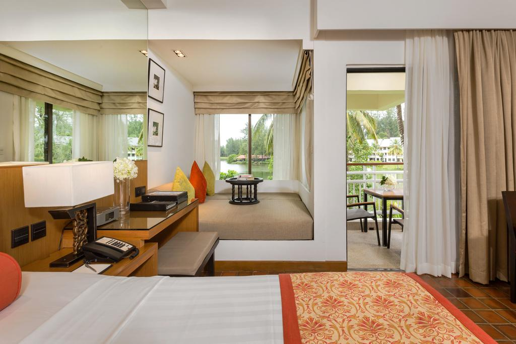 Outrigger Phuket Beach Resort 7
