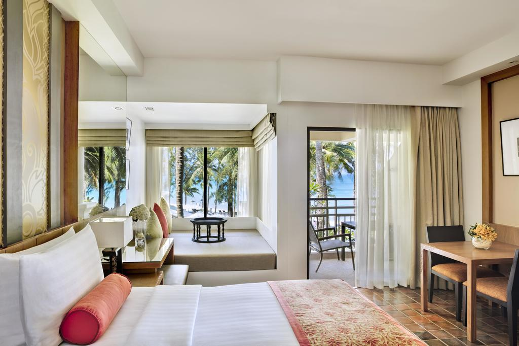 Outrigger Phuket Beach Resort 9