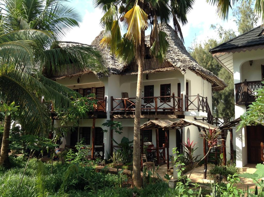 Langi Langi Beach Bungalows 2