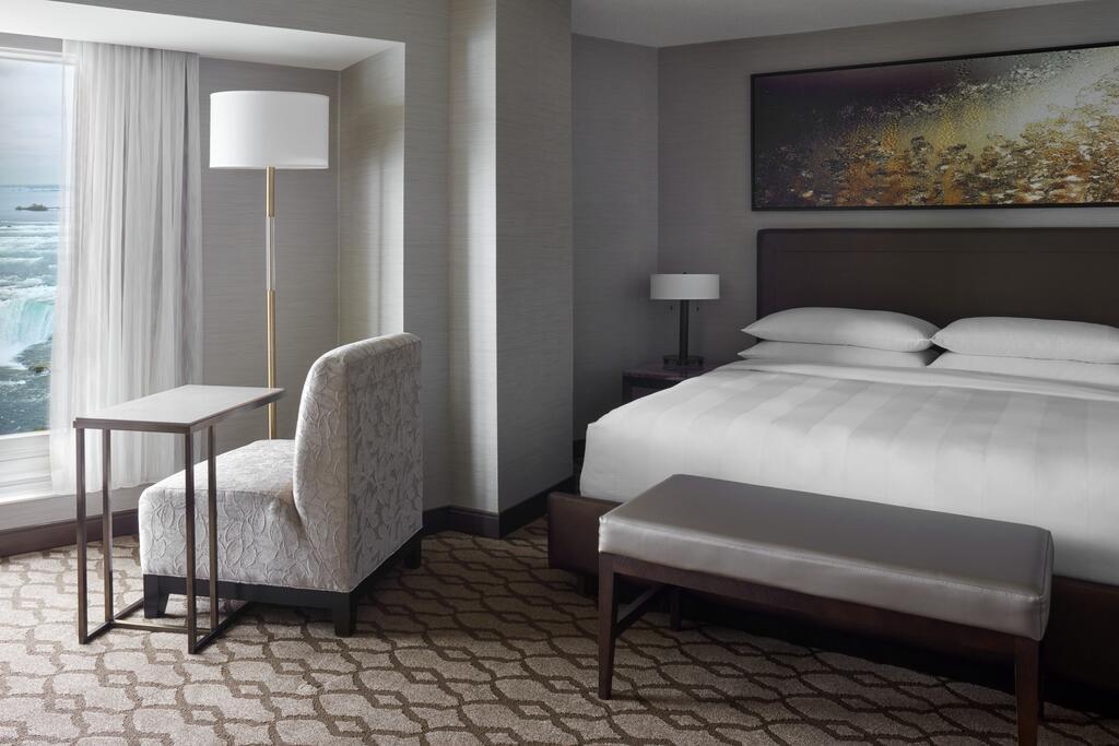 Marriot Niagara Falls Fallsview Hotel & Spa 10