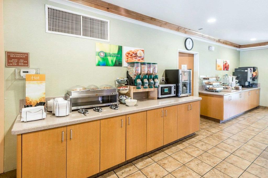 WoodSpring Suites Aurora Denver Airport 7
