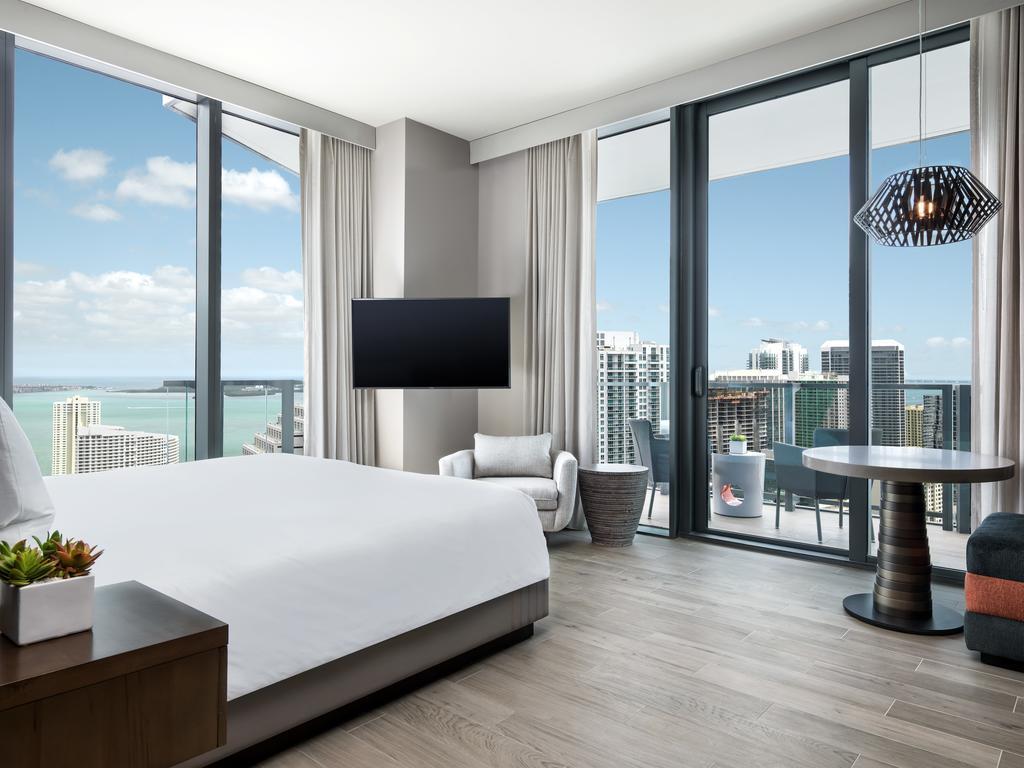 EAST, Miami 8