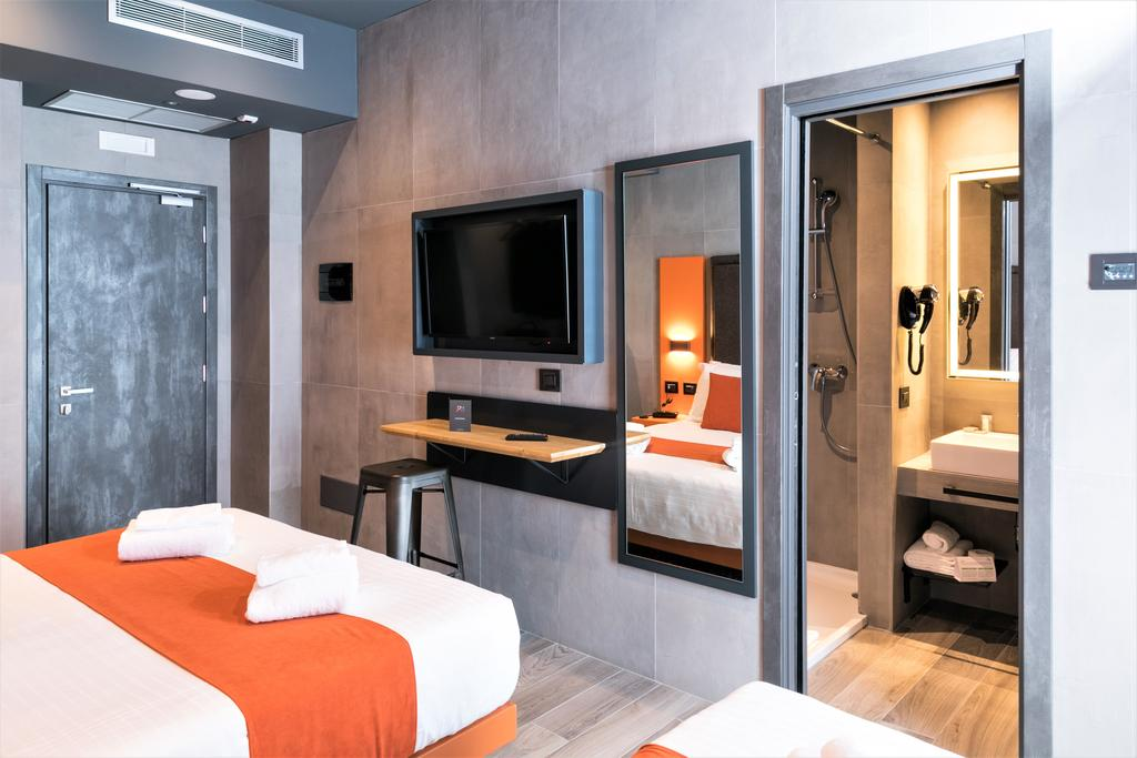 J24 Hotel Milano 10