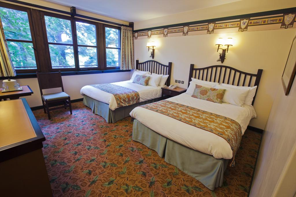 Disney's Sequoia Lodge 9
