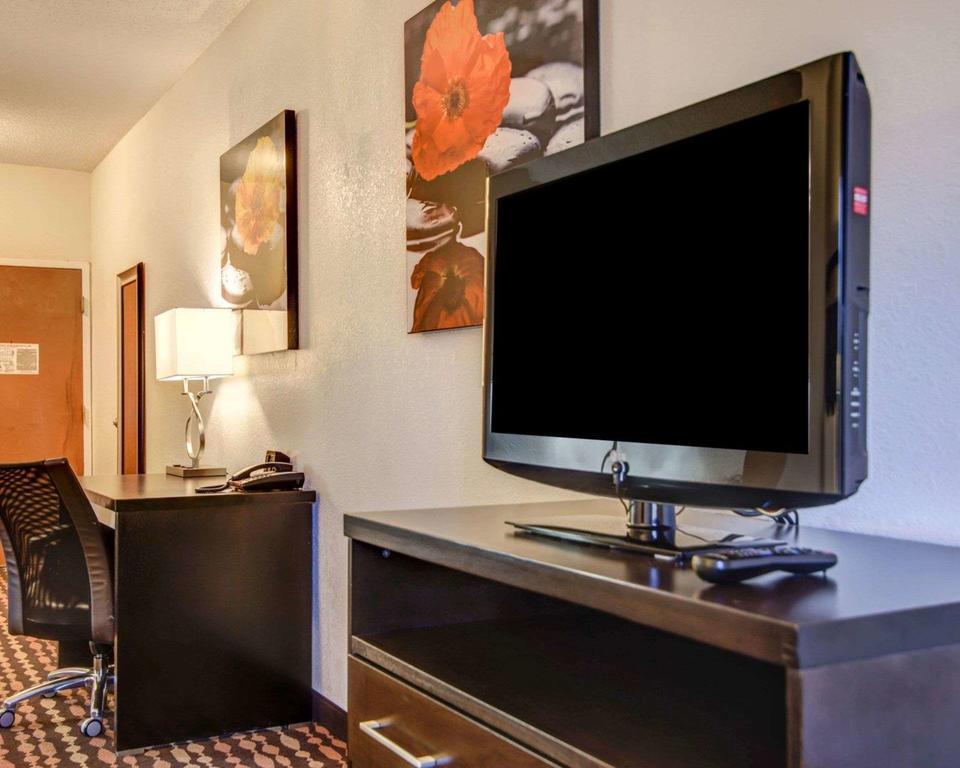 Comfort Suites 3