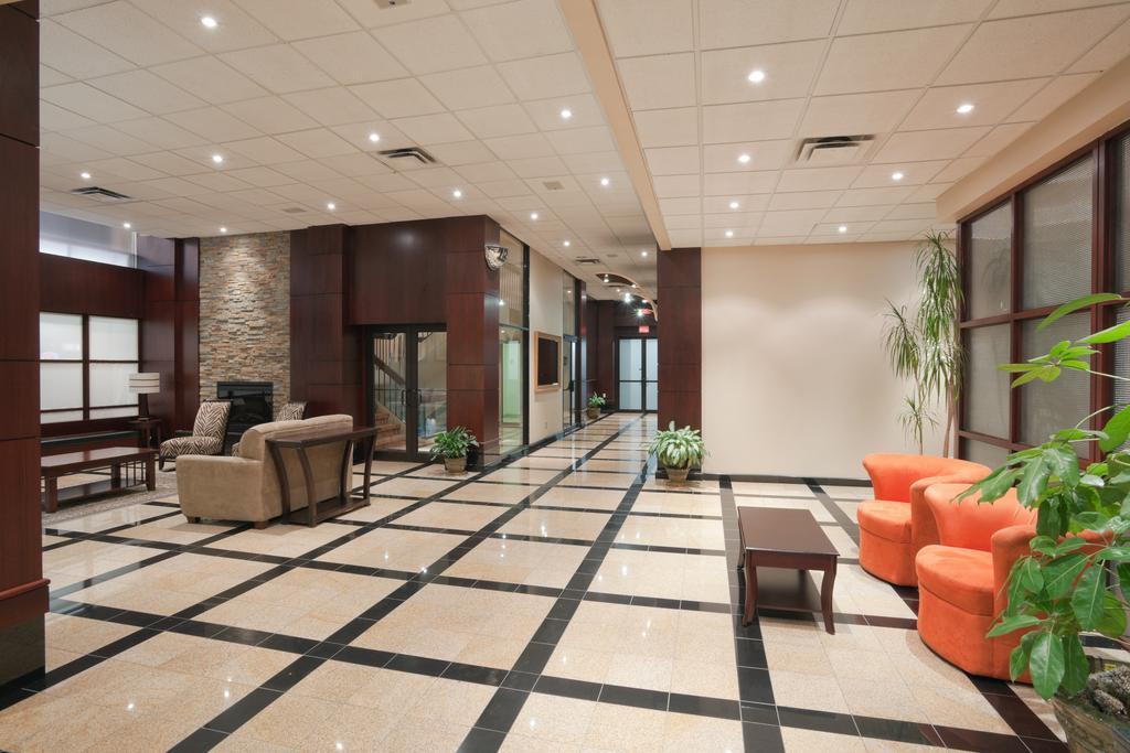 Hamilton Plaza Hotel & Conference Center, Hamilton 8