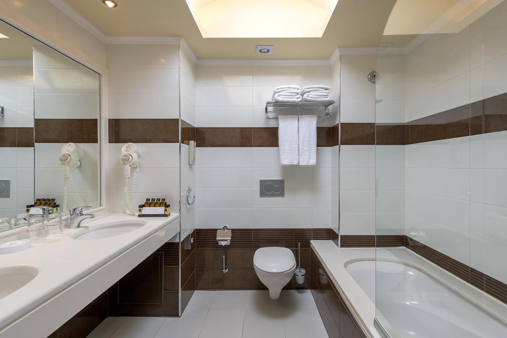 La Marquise Luxury Resort Complex 7