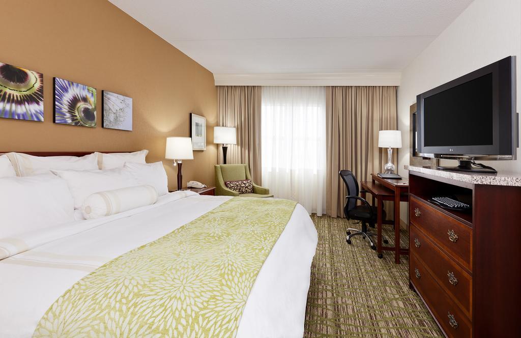 Chicago Marriott Midway 8